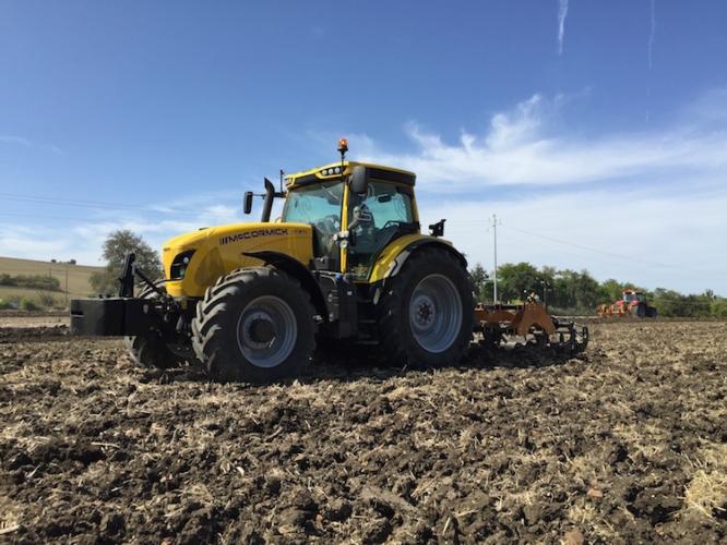 vt-ride-mc-cormick-trattore-giallo-campi-foto-argo-tractors