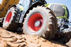 01-apollo-vredestein-press-release-claas-tractor