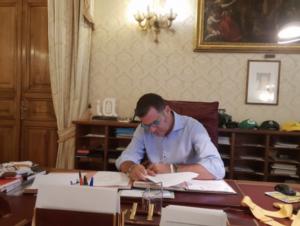 20190814-firma-tre-decreti-ministro-gian-marco-centinaio-fonte-gian-marco-centinaio-via-twitter1
