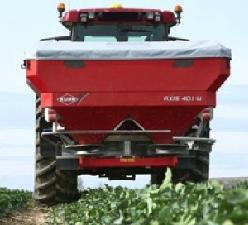 Kuhn-spandiconcime-axis-401W-in-campo
