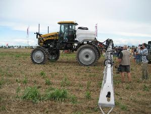 agricoltura-di-precisione-campo-caorle-vallevecchia-trattore-barra-irroratrice-diserbo-2007