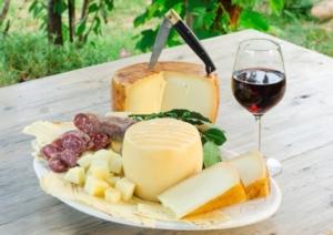 agroalimentare-formaggi-vino-salumi-cibo-by-alessio-orru-fotolia-750x531