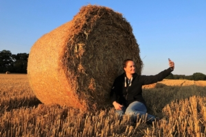 balla-fieno-selfie-giovani-social-network-by-lars-gieger-fotolia-750