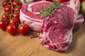 bistecca-bistecche-carne-vitello-bovino-bovini-by-sergio-martinez-adobe-stock-750x498