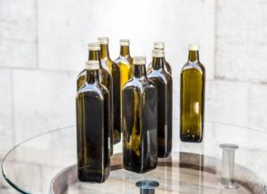 bottiglie-olio-oliva-by-dreadlock-adobe-stock-750x545