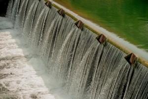 canale-acqua-irrigazione-by-pierluigipalazzi-fotolia-750