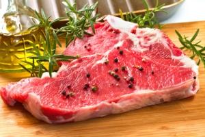 carne-manzo-bovini-bistecca-by-lsantilli-fotolia-750