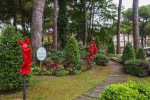 cervia-citta-giardino-dante-n-5-7-donne-rosse-unione-romagna-faentina-ph-franca-panzavolta-20210908-pubblici-giardini