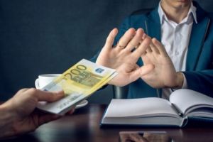 contante-rifiuto-soldi-by-artem-fotolia-750