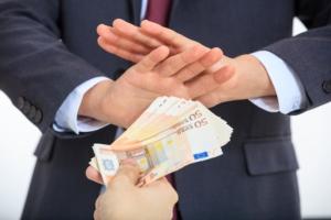 contanti-divieto-soldi-banconote-rifiuto-by-rawf8-fotolia-750