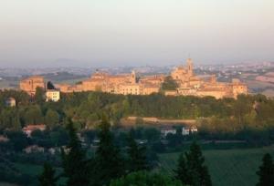 corinaldo-panorama-by-enrico90p-wikimedia-jpg