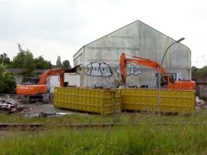 demolizione-edilizia-costruzioni-by-guntah-wikipedia