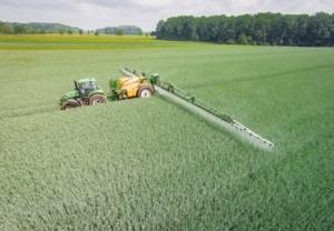 distribuzione-agrofarmaci-fitosanitari-by-countrypixel-fotolia-750