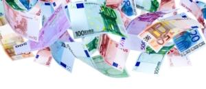 euro-soldi-cadono-banconote-aria-by-oleksandr-dibrova-adobe-stock-750x325