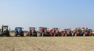 flotta-trattori-in-campo