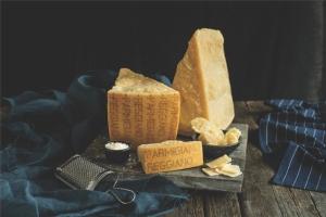 formaggio-parmigiano-reggiano-fonte-consorzio-parmigiano-reggiano