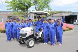 Al G7 presentato il trattorino Iseki dedicato alle donne
