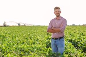 Giovani agricoltori, come richiedere l'esonero contributivo