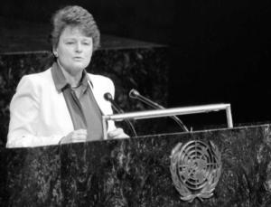 gro-harlem-brundtland-primo-ministro-di-norvegia-durante-il-discorso-del-1987-primo-art-ott-2019-rosato-fonte-environmental-history-resources