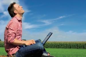 internet-agricoltura-uomo-pc