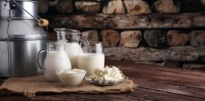 latte-formaggi-prodotti-lattiero-caseari-latticini-by-beatsfotolia-750