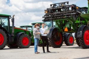 macchine-agricole-esposizione-by-master1305-adobe-stock-750x500