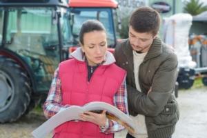 macchine-agricole-vendita-trattori-by-auremar-adobe-stock-749x500