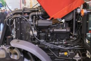motore-trattore-macchine-agricole-by-jollieradobe-stock-750x500