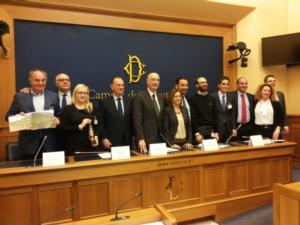 olio-vincitori-15esima-edizione-premio-sirena-d-oro-marzo-2017-fonte-alessandro-vespa