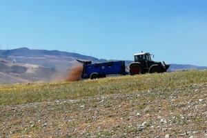 Dalla pollina un bioattivatore per contrastare la desertificazione dei suoli
