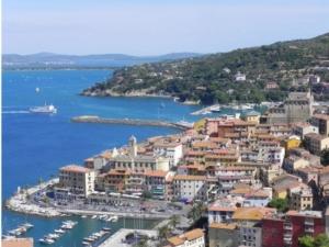porto-santo-stefano-toscana-by-ceppicone-wikipedia-jpg