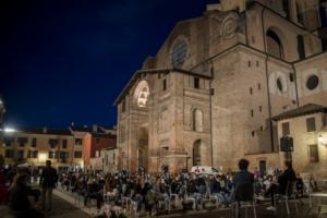 pubblico-in-piazza-mantegna-mantova-food-e-science-festival-ott-2020-fonte-roberta-baria