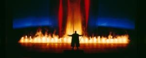 scena-finale-la-valchiria-odino-accende-il-cerchio-di-fuoco-magico-primo-art-ott-2018-rosato-fonte-festivale-di-beyreuth-at-abudhabi