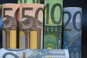 soldi-banconote-arrotolate-euro-by-jeanluc-fotolia-750