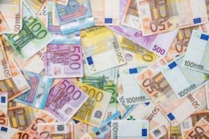soldi-euro-by-romanr-adobe-stock-749x500