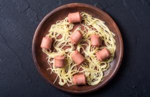 spaghetti-con-wurstel-pasta-fake-made-in-italy-by-whitestorm-fotolia-750