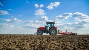 trattore-macchine-agricole-campo-arato-by-oticki-fotolia-750