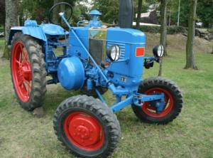trattore-vecchio-macchine-agricole-revisione-by-waring-d-fotolia-750