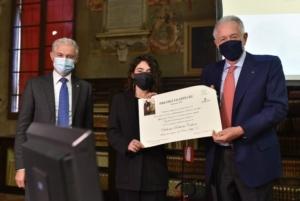 valmori-ivano-image-line-cantelli-forti-giorgio-presidente-accademia-consegnano-il-premio-a-calone-roberta-credits-mkey