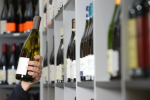 vino-bottiglie-scaffali-by-freeprod-fotolia-750