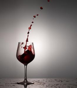 vino-rosso-bicchiere-by-m-m-fotolia-750
