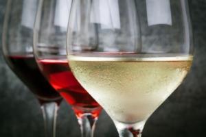 vino-tre-bicchieri-rosso-rosato-bianco-by-robynmac-fotolia-750